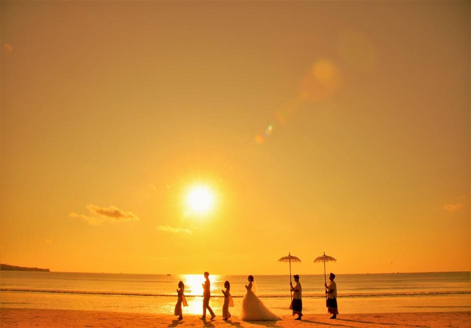 バリ島ウェディング・フォト【ビーチ】/ ジンバラン地区ベルモンド【17時30分】