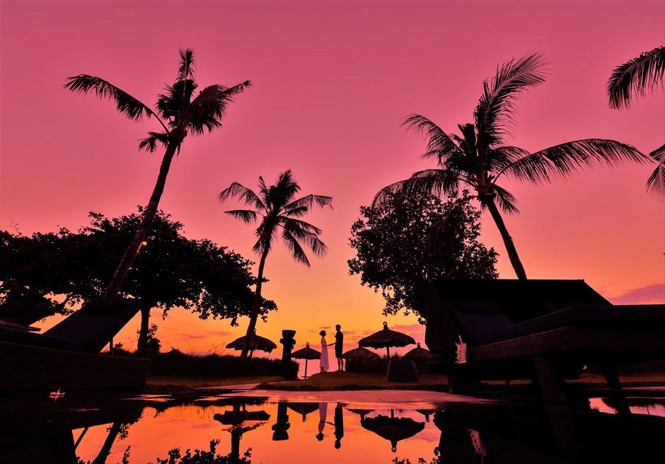 バリ島ウェディング・フォト【サンセット】/ ベルモンド・ジンバラン・プリ・バリ/ ガーデン【18時15分】