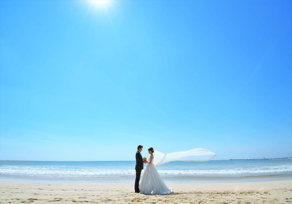 バリ島ウェディング・フォト【デイタイム】/ フォーシーズンズ・リゾート・ジンバラン/ 広大なビーチ