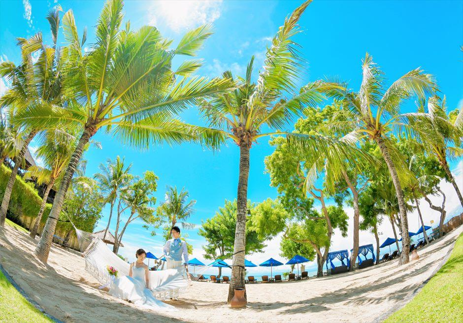 バリ島ウェディング・フォト【デイタイム】/ フォーシーズンズ・リゾート・ジンバラン/ ココナッツ・グローブ ハンモック