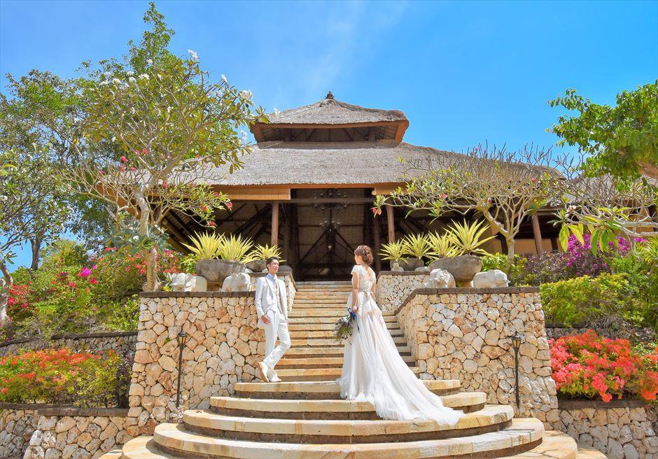 バリ島ウェディング・フォト【デイタイム】/ フォーシーズンズ・リゾート・ジンバラン/ ロビー 階段