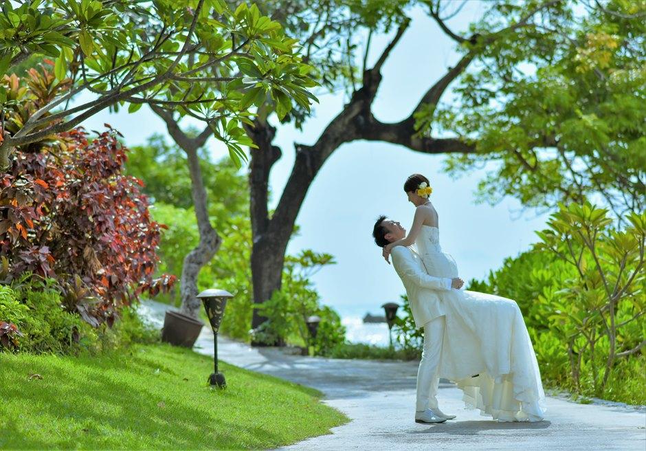 バリ島ウェディング・フォト【デイタイム】/ フォーシーズンズ・リゾート・ジンバラン/ リゾート内ガーデン