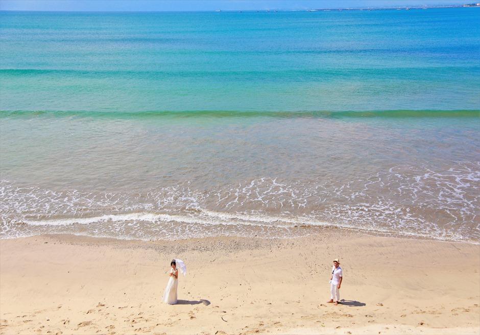 バリ島ウェディング・フォト【デイタイム】/ フォーシーズンズ・リゾート・ジンバラン/ スンダラ・レストラン前 ビーチ