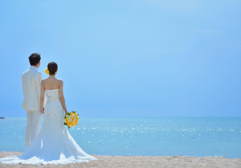 バリ島ウェディング・フォト【デイタイム】/ フォーシーズンズ・リゾート・ジンバラン/ 真っ青な海が広がるビーチ