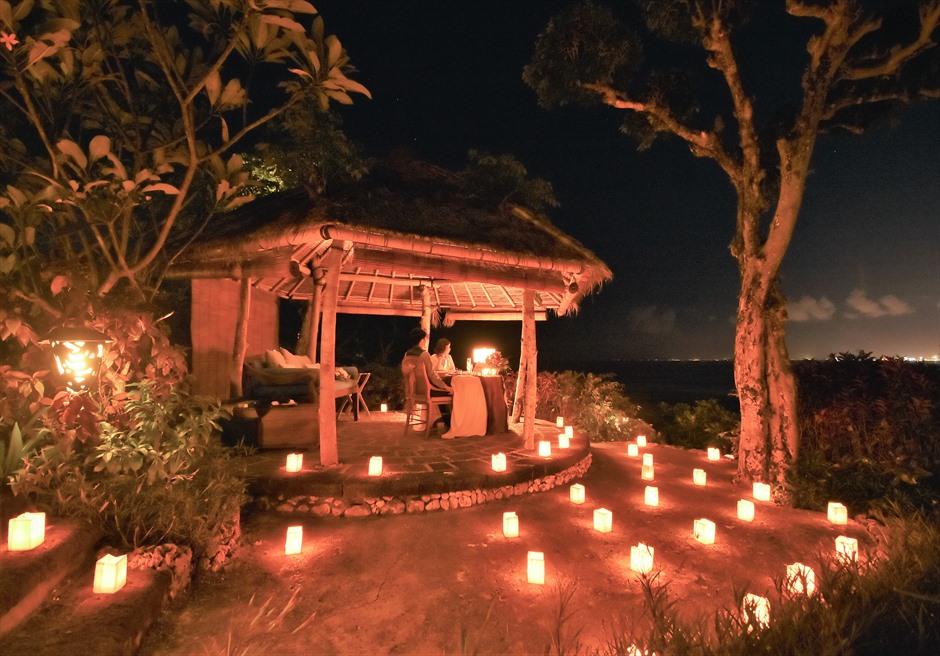 バリ島ウェディング・フォト【ナイト】/ フォーシーズンズ・リゾート・ジンバラン/ ロマンティック・ディナー ガゼボ装飾