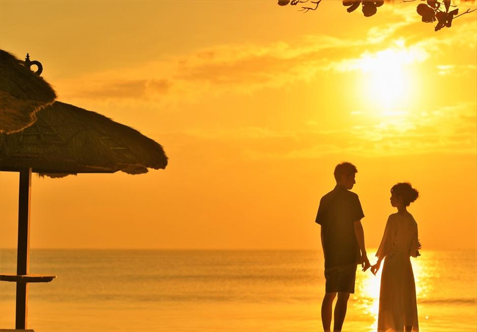 バリ島ウェディング・フォト【パターン①】/ ジンバラン地区 ベルモンド・プリ・バリ/ サンセット・ビーチ【17時30分】