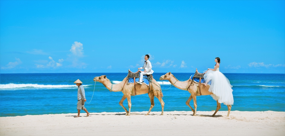 Beach Camel Riding<br>Wedding Photo Tour