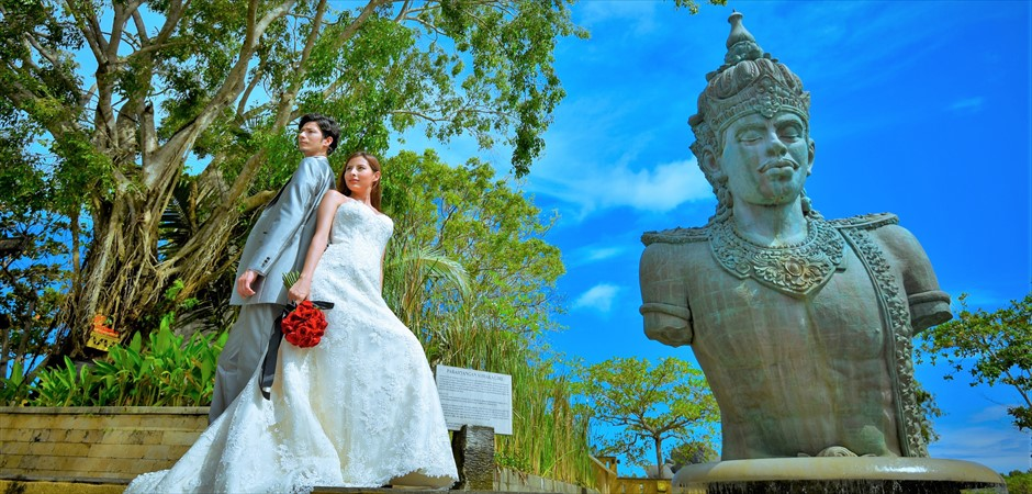 Temple & Beach<br>Wedding Photo Tour