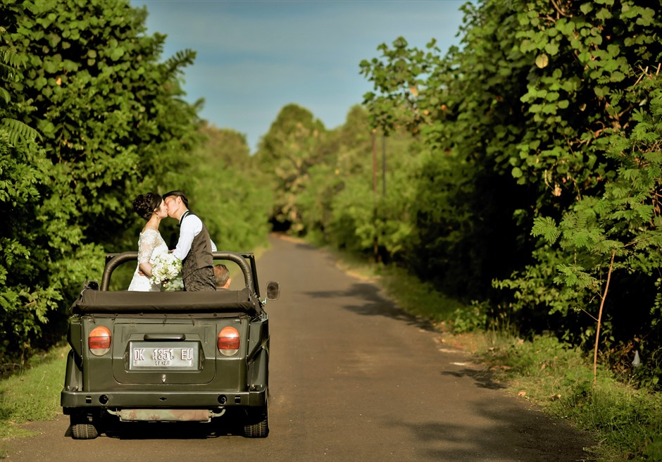 バリ島ウェディング・フォト【オープンカー】/ ヌサドゥア地区 アマン・ヴィラ