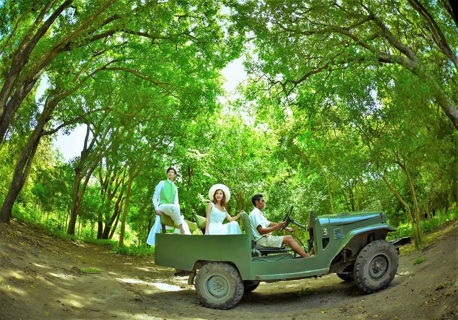 バリ島ウェディング・フォト【オープンカー】/ モヨ島 アマンワナ ジャングル