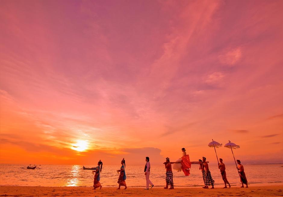 バリ島ウェディング・フォト【サンセット】/ マ・ジョリー・クタ ビーチ/ ※バリ伝統の神輿は別途代金