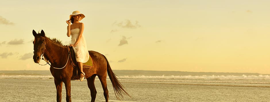 BEACH HORSE RIDING<br>Photo by the Sea