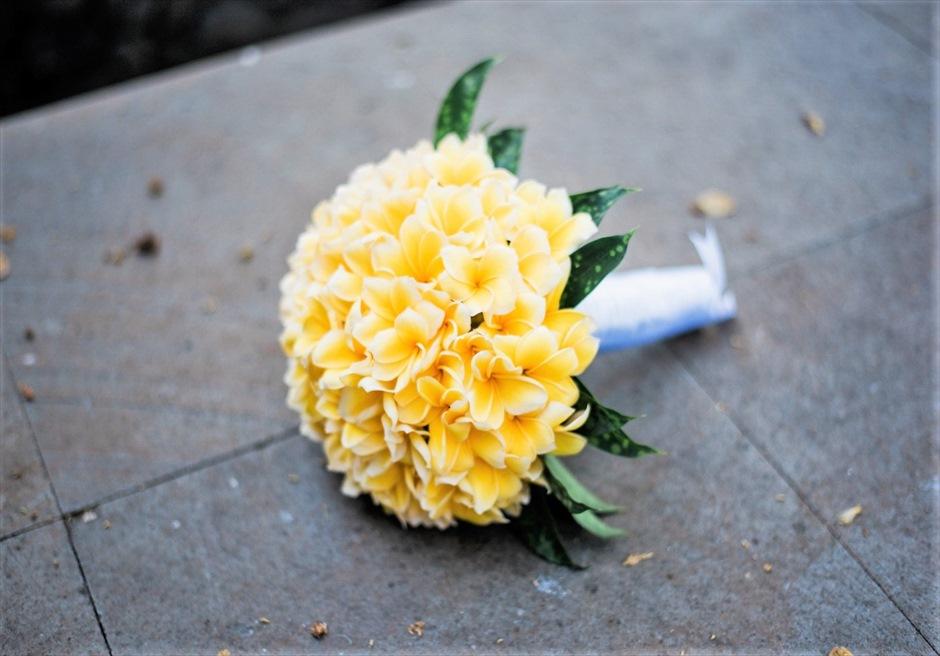 ホーリー・ウェディング&パーティー 生花のブーケ&ブートニア フランジパニorカラーリリーより選択可