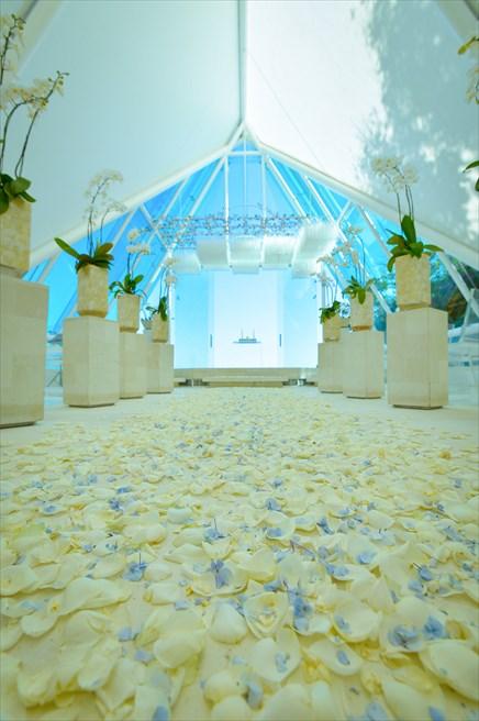 ティルタ・ウルワツ<br /> オール・ブルー・ビーチフォト&パーティー・パッケージ<br /> 挙式会場装飾