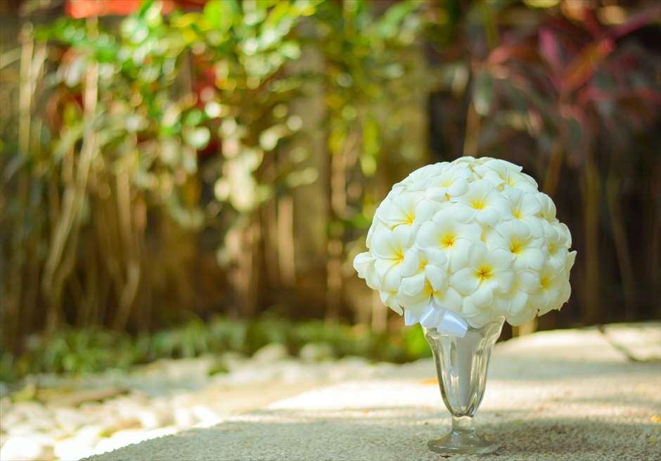 クプ・クプ・バロン<br /> オーセンティック・ウェディング<br /> 生花のブーケ(プルメリア)