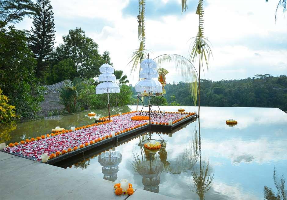 クプ・クプ・バロン<br /> オーセンティック・ウェディング<br /> バリニーズ・スタイルの挙式会場装飾