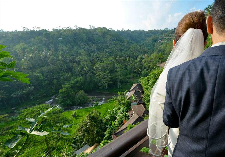 クプ・クプ・バロン・ヴィラズ&ツリー・スパ<br /> リバーフロントプールヴィラより広大なジャングルと渓谷を望む