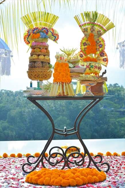 クプ・クプ・バロン<br /> オーセンティック・ウェディング<br /> バリニーズ・スタイルの祭壇