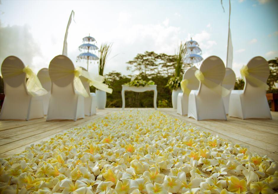 フォーシーズンズ・リゾート・サヤン サヤン・エタニティ 基本装飾 ロータス・ポンド 生花バージンロード