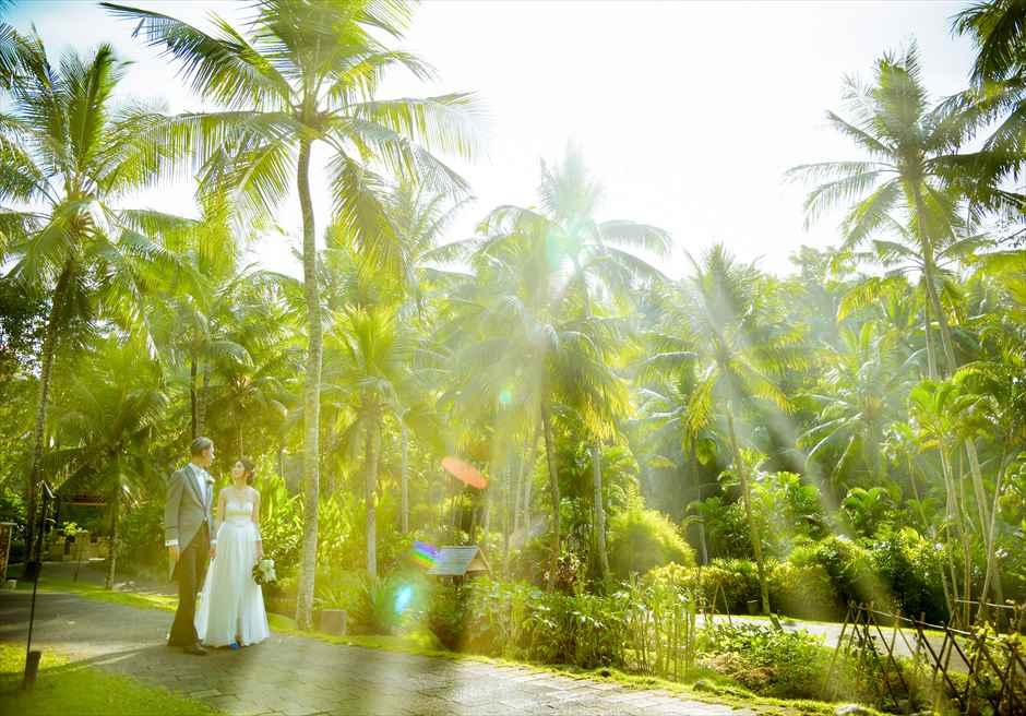 フォーシーズン・リゾート・バリ・サヤンリゾート内ガーデンにてフォトウェディング
