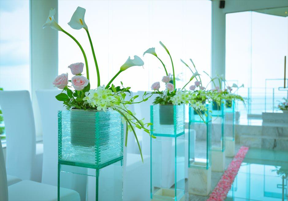 ワイワハ・チャペル<br /> グラス・チャペル・ウェディング<br /> 生花のバージンロード・サイドフラワー