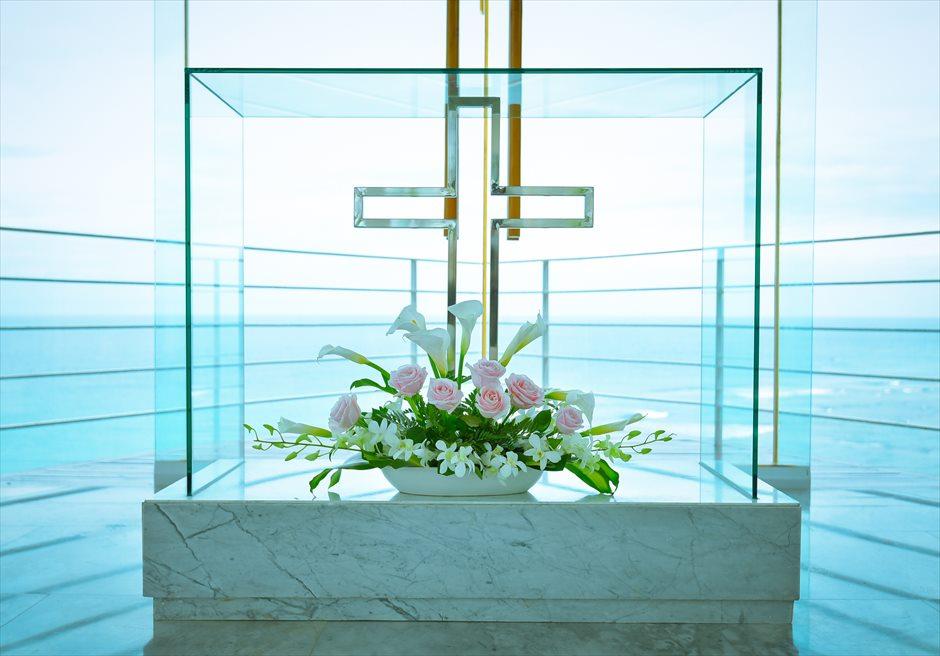 ワイワハ・チャペル<br /> グラス・チャペル・ウェディング<br /> 祭壇装飾