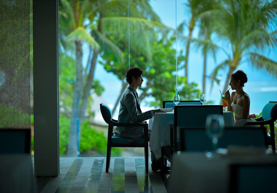 ヒルトン・バリ・リゾート<br /> レストランよりヌサドゥアの海を望む