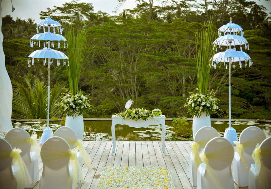 フォーシーズンズ・リゾート・サヤン サヤン・エタニティ 基本装飾 ロータス・ポンド 祭壇装飾