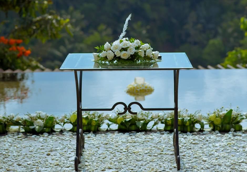 クプ・クプ・バロン・ウブド| ウォーター・ウェディング|  ホワイト基本装飾 祭壇生花装飾