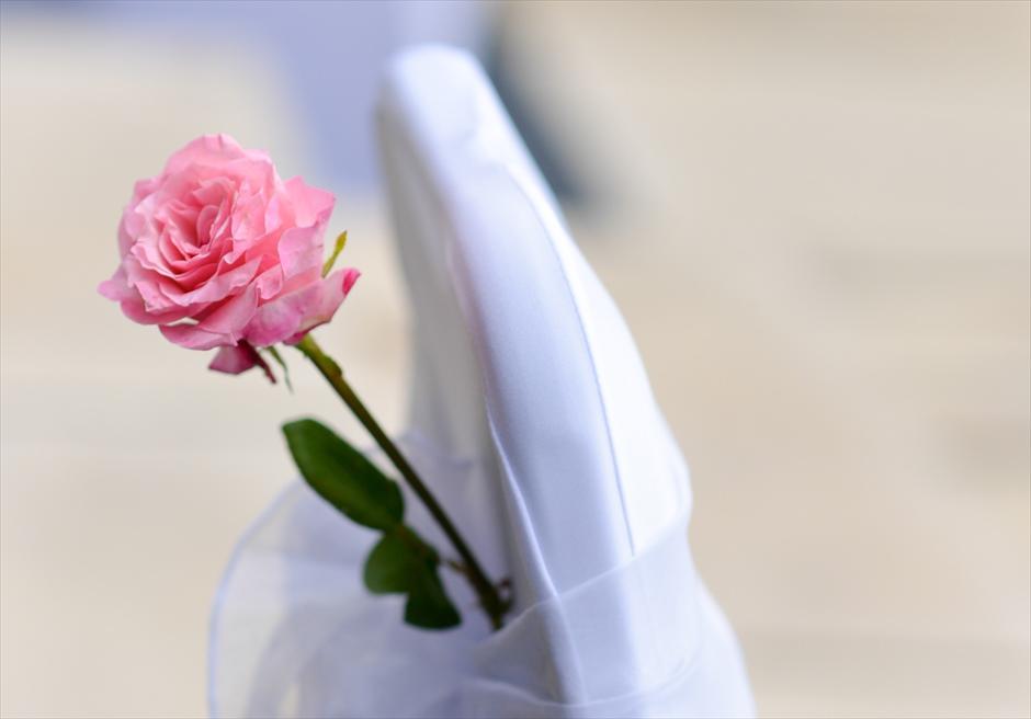 ウォーター・ウェディング | ピンク基本装飾 セレモニーチェア| 生花&サッシュ装飾