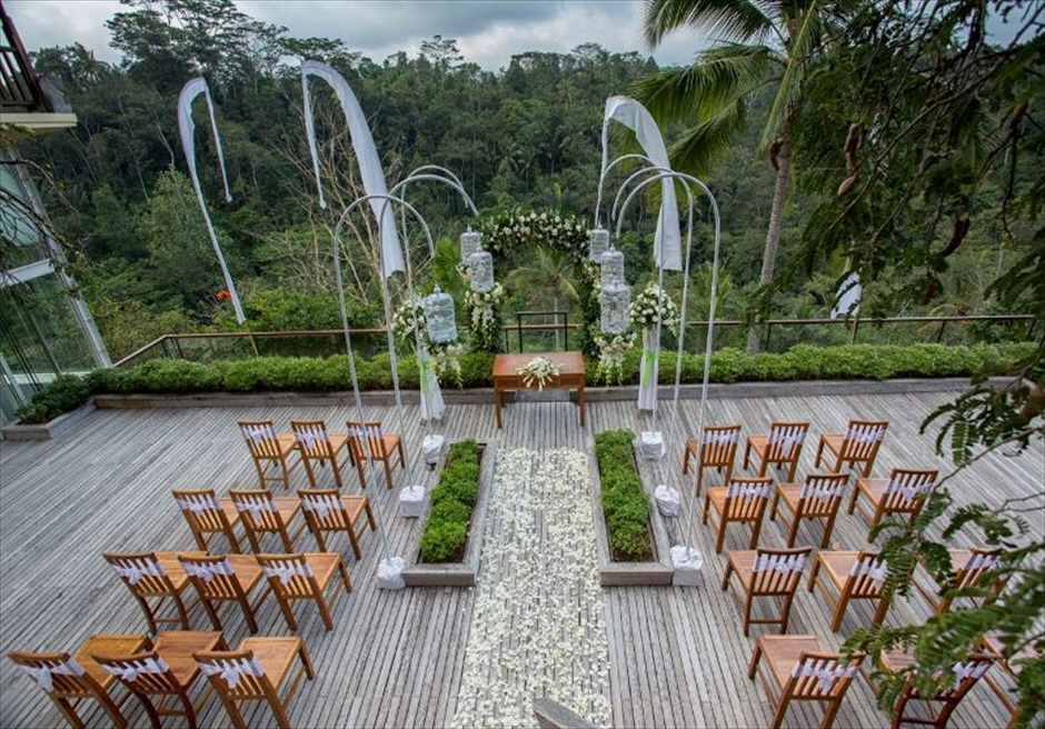 コマネカ・アット・ビスマ<br /> ロマンサ・センジャ ガーデンウェディング<br /> バトゥカル・トワイライト・テラス