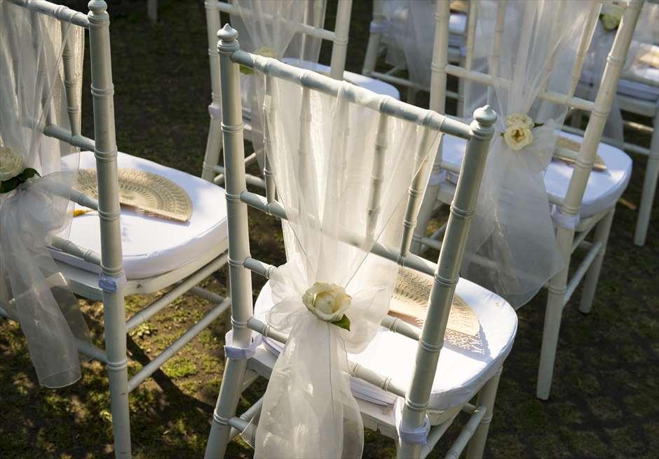 ブミ・ドゥア・ダリ ザ・ホワイト・ウェディング ギフトのバリ島のウェディング扇子