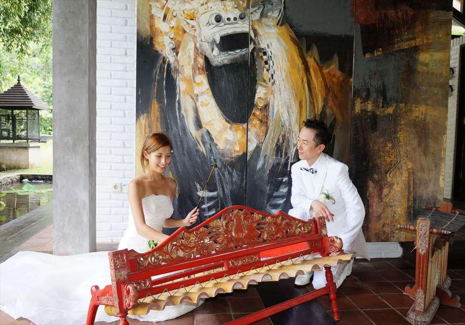 挙式中に使われる<br /> バリ島の木琴楽器<br /> リンディック