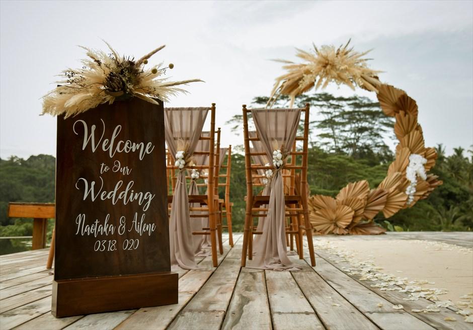 フォーシーズンズ・リゾート・バリ・サヤン サヤン・エタニティ・ウェディング ウェルカムボード パンパス・グラス装飾