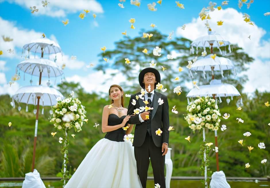 フォーシーズンズ・リゾート・サヤン ウェディング 生花のフラワーシャワー