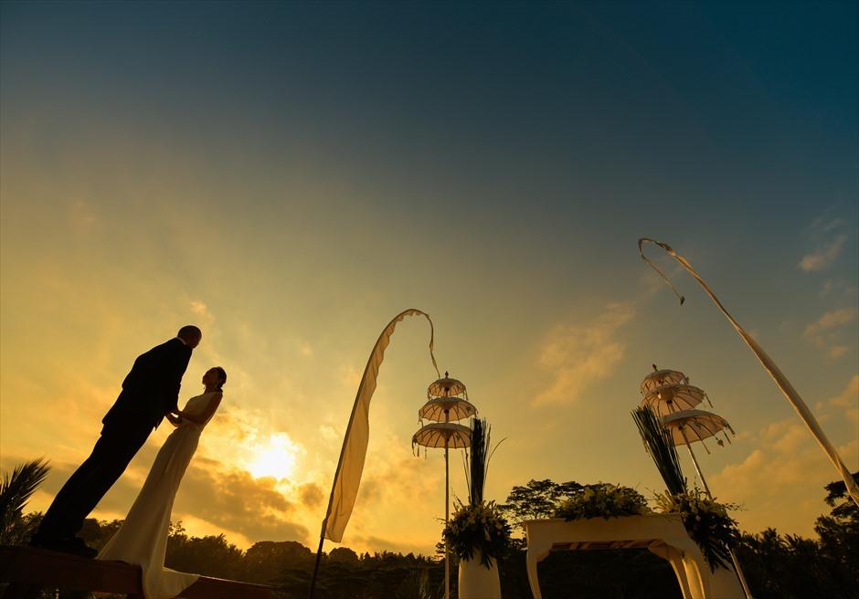 フォーシーズン・リゾート・バリ・サヤン挙式会場にてサンセット挙式後撮影
