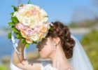 フォーシーズンズ・サヤン挙式生花のブーケ&ブートニア ピンク&オレンジ&ホワイト・ローズ 使用例