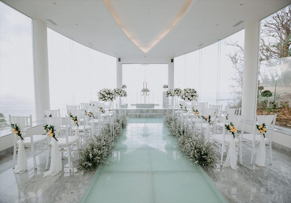 ワイワハ・チャペル| グラス・チャペル・ウェディング| 挙式会場装飾ホワイト