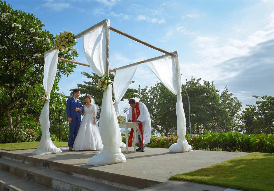 パドマ・リゾート・レギャン挙式| ビーチフロント・ガーデンウェディング 挙式シーン