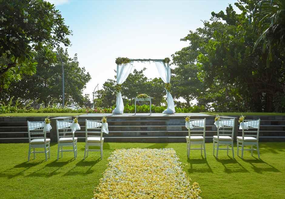 パドマ・リゾート・レギャン挙式| ビーチフロント・ガーデンウェディング イエロー挙式会場全景