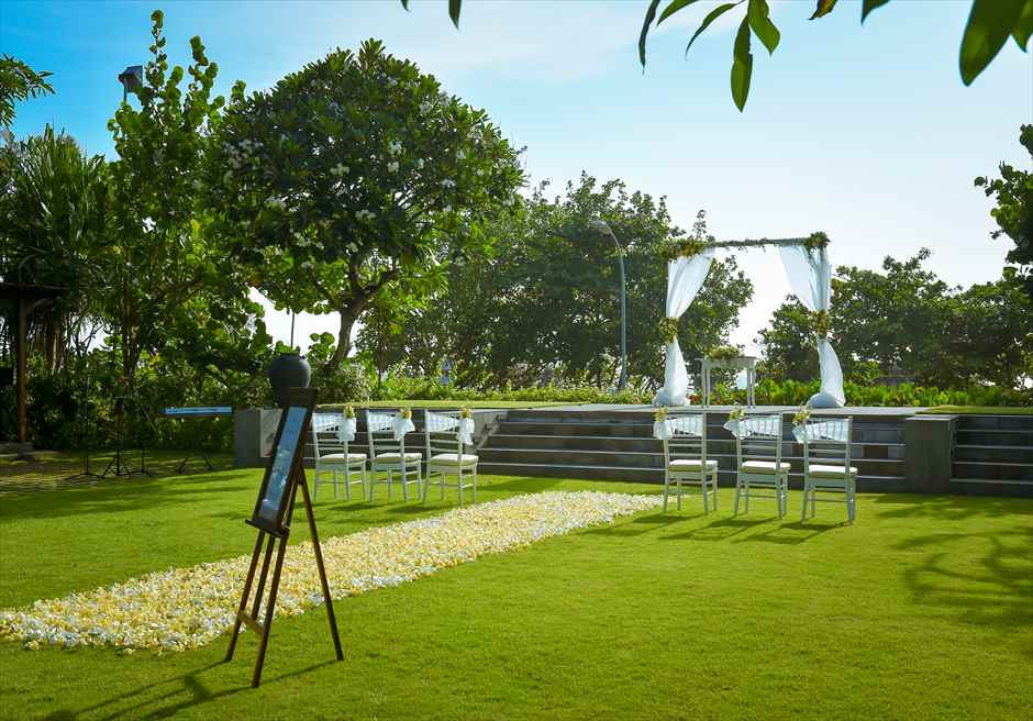 パドマ・リゾート・レギャン挙式| ビーチフロント・ガーデンウェディング 挙式会場装飾