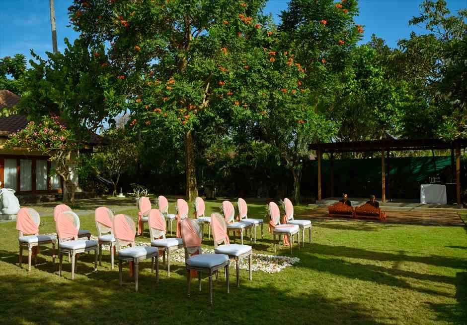 プレジデンシャルスイートヴィラ ビーチフロント・ガーデンウェディング ラスティック・スタイル基本装飾 セレモニーチェア全景