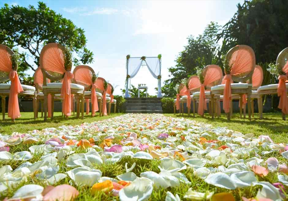 プレジデンシャルスイートヴィラ ビーチフロント・ガーデンウェディング ラスティック・スタイル基本装飾 生花フルフラワーバージンロード