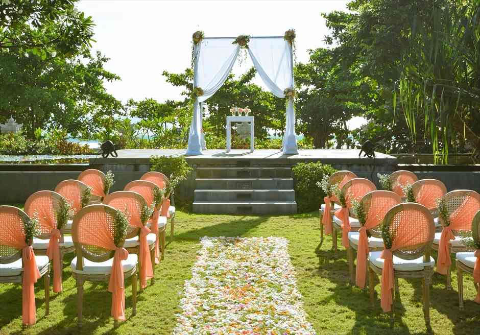プレジデンシャルスイートヴィラ ビーチフロント・ガーデンウェディング ラスティック・スタイル基本装飾 挙式会場装飾