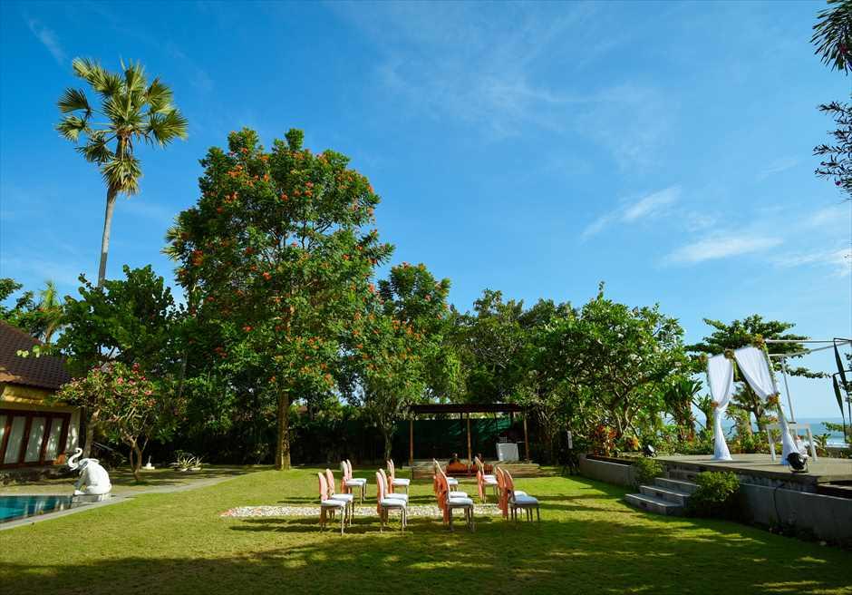 プレジデンシャルスイートヴィラ ビーチフロント・ガーデンウェディング ラスティック・スタイル基本装飾 挙式会場サイド
