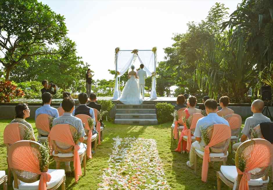 プレジデンシャルスイートヴィラ ビーチフロント・ガーデンウェディング ラスティック・スタイル基本装飾 挙式シーン