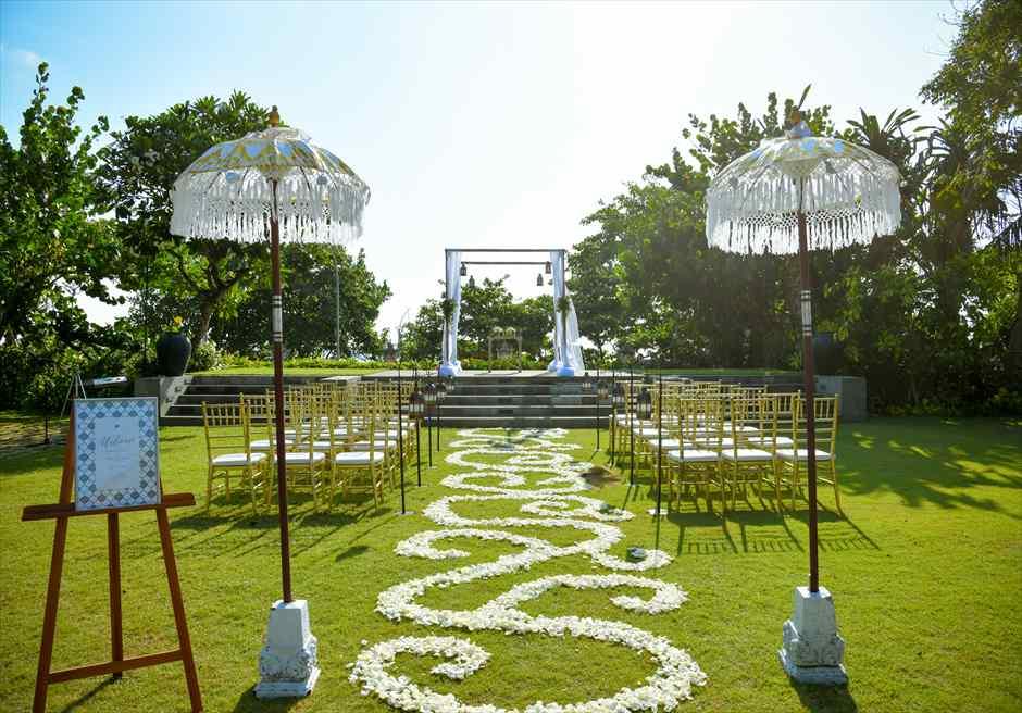 プレジデンシャルスイートヴィラ ビーチフロント・ガーデンウェディング バリニーズスタイル基本装飾 挙式会場装飾