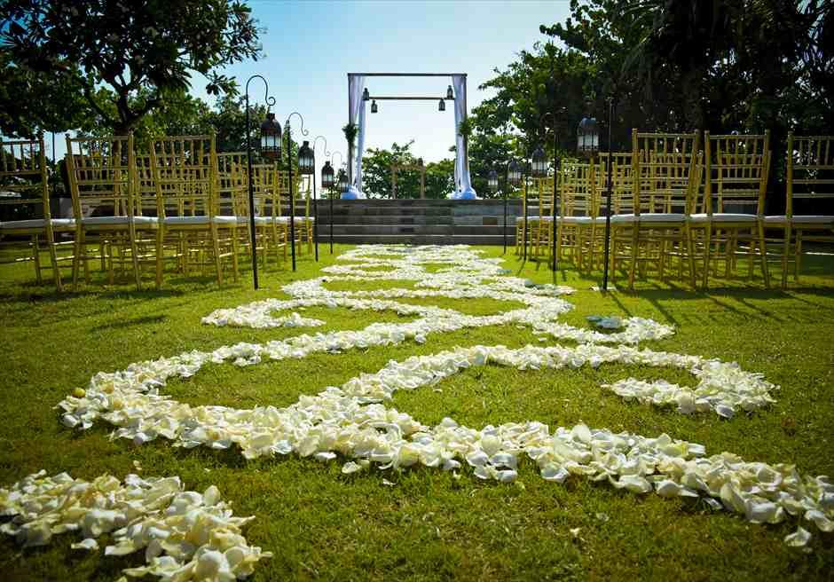 プレジデンシャルスイートヴィラ ビーチフロント・ガーデンウェディング バリニーズ・スタイル基本装飾 生花フラワーバージンロード