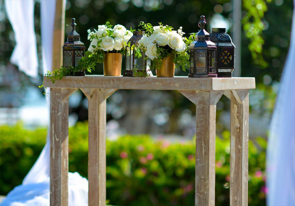 プレジデンシャルスイートヴィラ ビーチフロント・ガーデンウェディング バリニーズ・スタイル基本装飾 祭壇生花センターピースフラワー