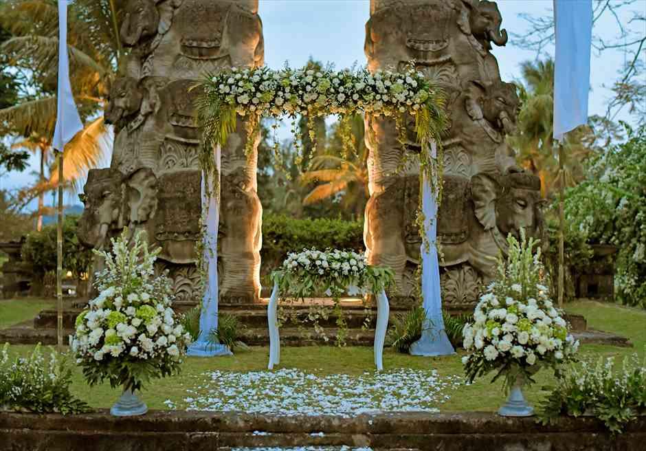 ザ・エタニティ・パディ アンフィシアター ナチュラル・スタイル  生花祭壇装飾